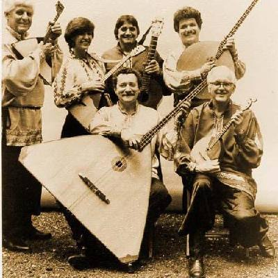 tum-balalaika-play-the-balalaika-