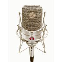 picture/sennheiser/pict3201_tlm49_front_with_ea.jpg
